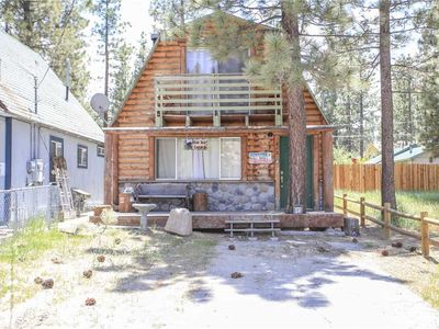 Photo for Bear Trap Cabin - Bear and Fishing Decor! Hot Tub and Cozy Fireplace!
