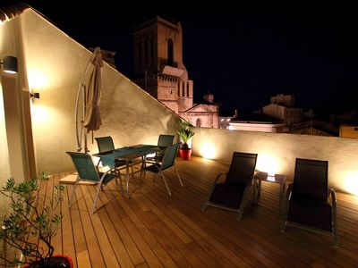 Photo for Charming apartment with stunning terrace in Nimes' medieval centre