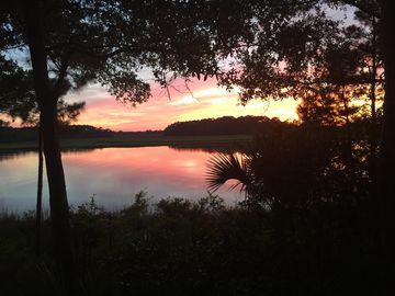 SUMMER SALE!! Riverfront Cottage: Spectacular Sunsets, Dolphins, Community Pool