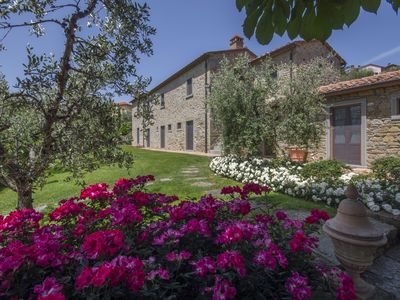 Photo for Villa surrounded by olive groves on the Tuscan hills