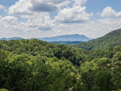 Ultimate Vacation, Updated Cabin, Gorgeous Smoky Mountain Views 1 mile Dollywood