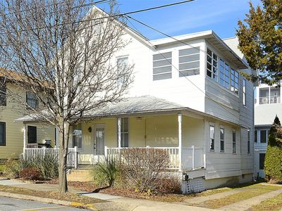 Photo for LINENS & DAILY Activities INCLUDED*!   PET FRIENDLY!!!!  2 BLOCKS TO BEACH , DOWNTOWN. PET FRIENDLY, Grab your furry friends and come to the beach!