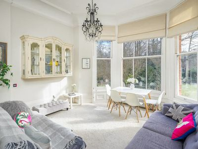 Photo for Gorgeous 2Bed 2Bath in West Hampstead 1Min to Tube