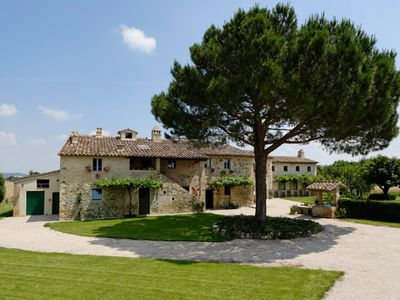Photo for Farmhouse with swimming pool and large garden in Umbria - Italy