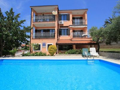 Photo for Accommodation with pool, 2 bedrooms, air conditioning, WiFi, BBQ and in the ancient Roman Pula