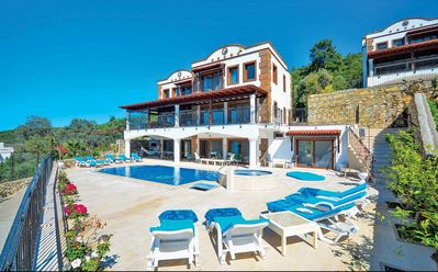 Photo for Spacious Private Family Villa with Stunning Views