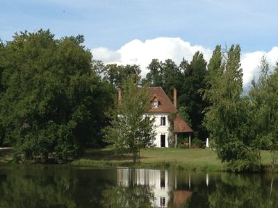 Photo for Between Sologne and Chateaux de la Loire Charming property at the edge of its pond