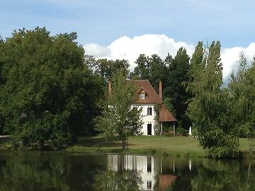 Between the Sologne and the Loire Valley Charming property at the edge of a pond