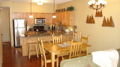 Photo for Fully detailed, top floor two-bedroom condo with fantastic mountain views!