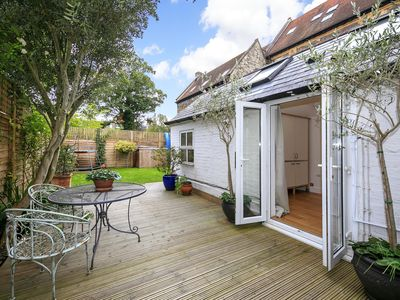 Photo for Self catering luxury garden studio in Richmond