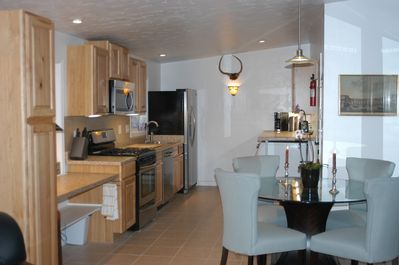 Fully equipped kitchen, gas stove, dishwasher, high quality cookware.