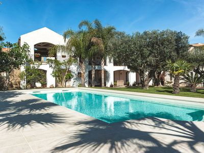 Photo for Elegant flat in villa with pool and garden, just a few kilometres from the sea!