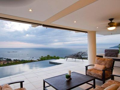 Amazing views that go on forever at Villa Paraiso