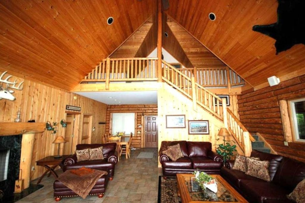 Log cabin on lake approx 30 min from wis dells arkdale for Cabin rentals wi