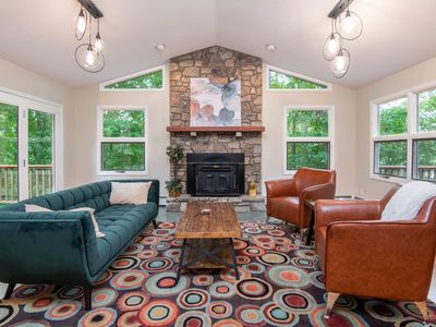 Photo for Stylish home 5.5 miles to downtown Asheville!