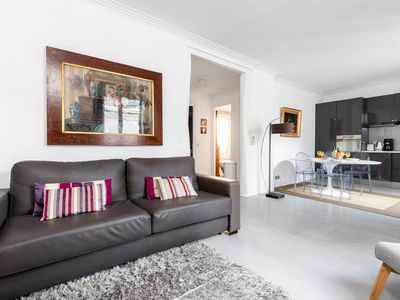 Eiffel Tower View! Lovely 1BR Flat Steps from the River Seine
