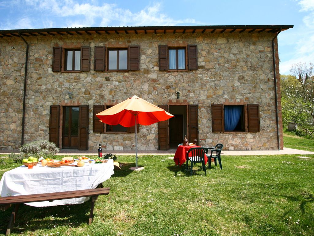 Farmhouse With Small Lake Swimming Pool Private Terrace Garden And Sheep Castel Rigone