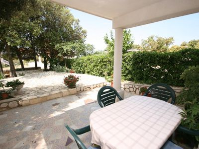 Photo for One bedroom apartment with terrace Mandre (Pag)