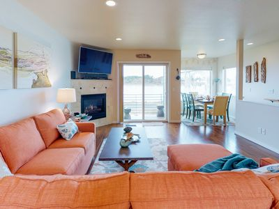 Photo for Charming waterfront townhome with gorgeous views of the bay and bridge!