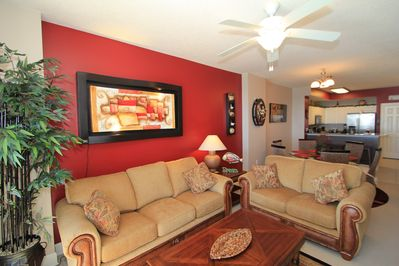Beautiful Living Room with Queen Size Sleeper Sofa