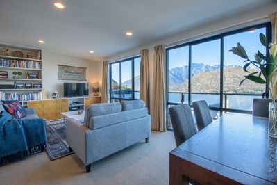 Breathtaking panoramic views across lake and the mountain range