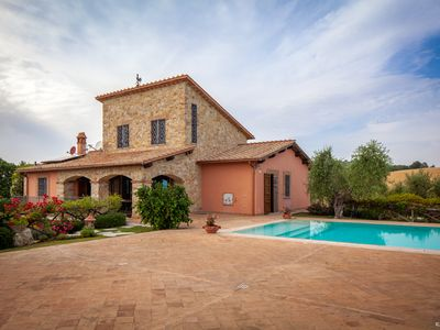 Photo for Luxury villa with pool for up to 11 people