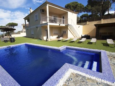 Photo for Lovely Villa Maçanet for 13 guests, only 15km to the beaches of Costa Brava!
