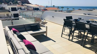Photo for Fantastic Beach-front Apartment with Sea view and Pool