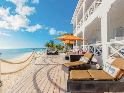 Photo for REEF HOUSE-BEACHFRONT Apt. North Suite