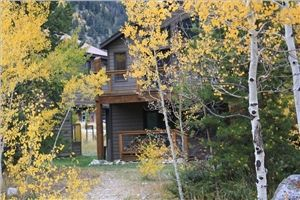 Photo for 2 Bedroom with Large deck right in the heart of everything!!