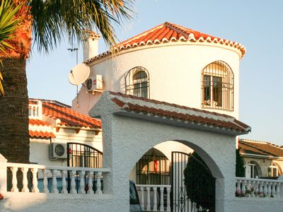 Photo for Very beautiful villa with swimming pool and terraces, located 500m from the beach (8 people)