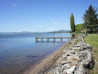 Photo for Parawai Lakehouse Cottage / Lake Access - Rotorua Holiday Home