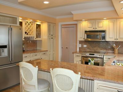 Kitchen - Extra dining for two along the breakfast bar in the spacious dining/kitchen area.