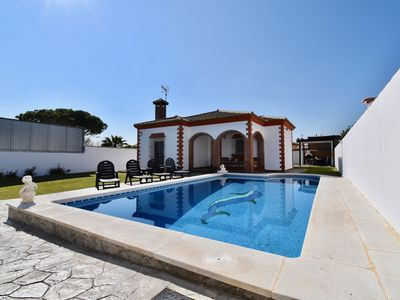 Photo for 3BR Villa Vacation Rental in Chiclana de la Frontera, Cádiz