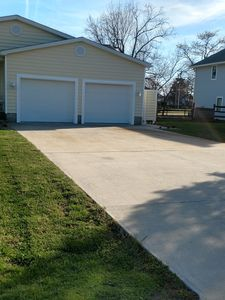 Photo for Quiet convenient location! Remodeled 4br 3ba. Dog friendly, huge deck, hot tub .