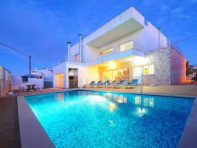 Photo for Villa in Carvoeiro with 4 bedrooms and sleeps 8