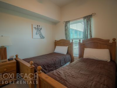 Enjoy 3 Resort Pools in Penthouse Condo w/ WiFI & Gym Access