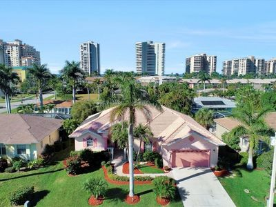 Photo for PINK DOLPHIN HOUSE- 2 blocks from  beach with pool and jacuzzi