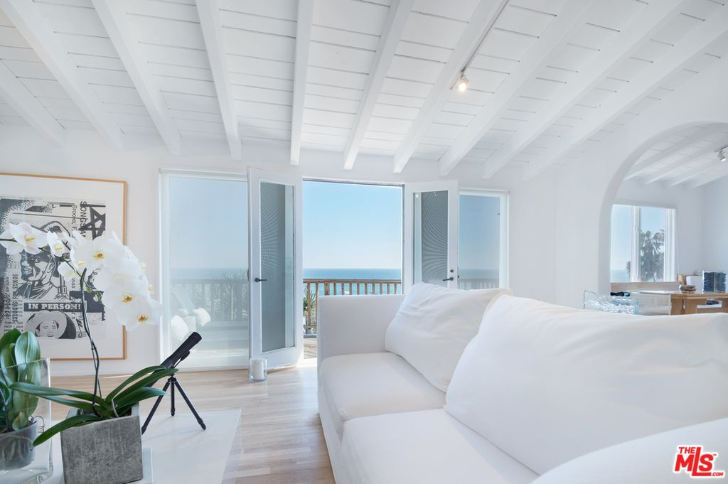 Endless Ocean Views w/ Private Jacuzzi, Air Conditioning - Pet Friendly
