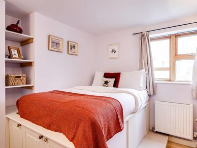 Photo for Modern 2 bed in Greenwich