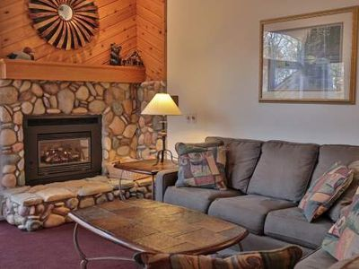 Stone Fireplace, Jacuzzi Tub, View. Trout Creek Condo #80 - 3 Bedroom Loft 2 baths. Close to Golf