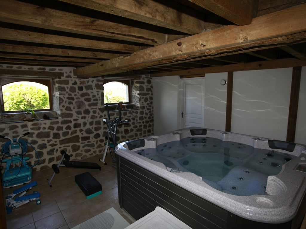 Gite with private interior pool headed at 30 degrees for Cash piscine aurillac