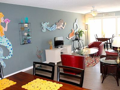 PET FRIENDLY, TWO POOLS, LAGOON PIER, CONVENIENT TO THE BEACH, BEACHY DECOR