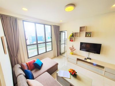 Photo for 3BR luxury apt ★ river view, free rooftop pool, gym