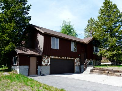 The Gateway to Yellowstone Mountain Home has a two-car garage & room for parking