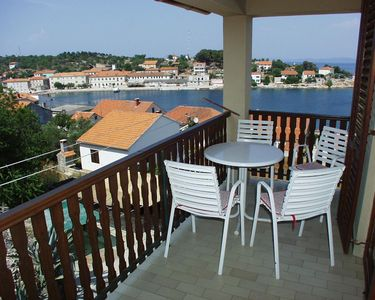 Photo for One bedroom apartment with terrace and sea view Sali, Dugi otok (A-454-a)