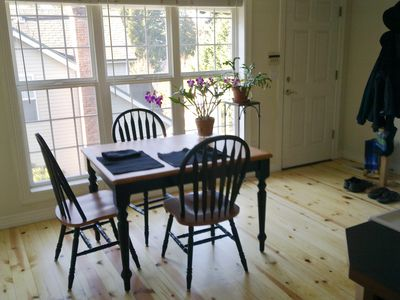 Kitchen table, expands for 6