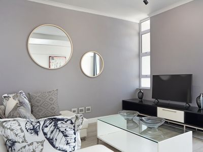 Photo for Sleek 2 Bed Apartment In The Idyllic Sea Point