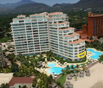 Photo for Bay View Grand Luxury Oceanfront Condo 3,455
