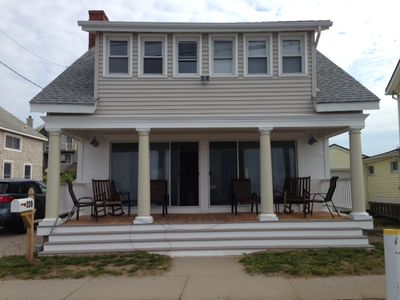 Waterfront cottage on Long Island Sound with awesome Salt Island out front
